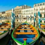 Canal Royal et ses barques à Sète، Occitanie، Hérault، France